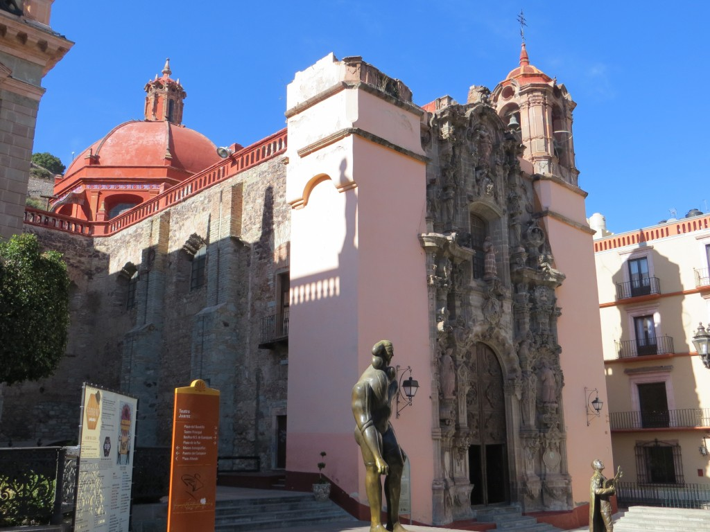 Basilica of Our Lady of Guanajuato - front view. (Photo: B. Kopp)